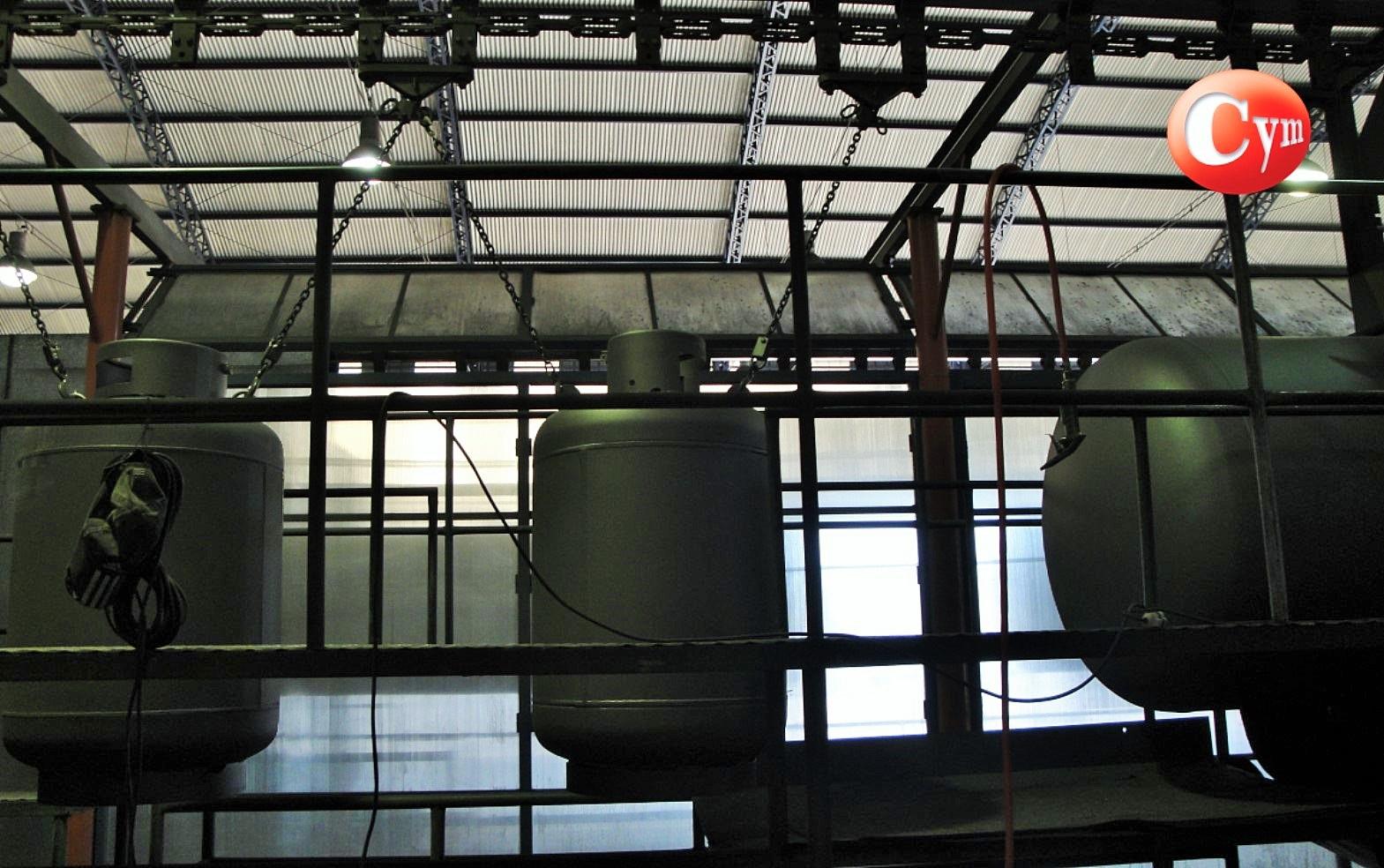 granalladora-de-gancho-continuo-para-tanques-de-gas-cymmateriales