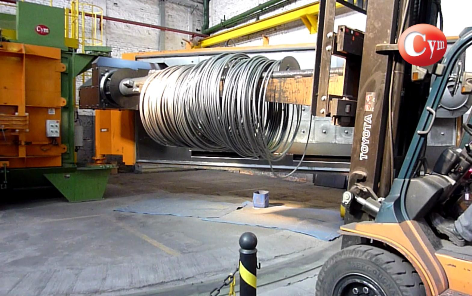 granalladora-rollo-alambre-coil-carga-con-autoelevador-cymmateriales